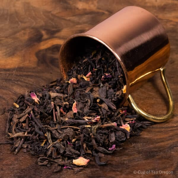 Chokeberry oolong loose tea in cup