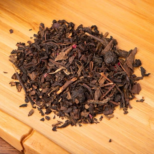 Chokeberry Oolong loose-leaf, oolong tea blend: Oolong, aronia berries, candied mango cubes, rose petals