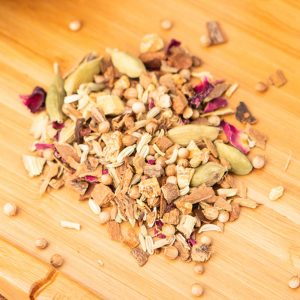 Shavasana loose-leaf, wellness tea blend: Liquorice root, cinnamon, cardamom, coriander, fennel, ginger pieces, rose petals