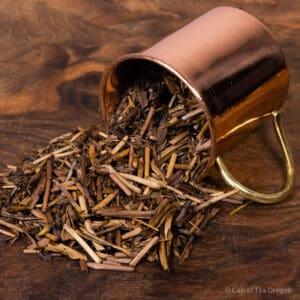 houjicha loose tea in cup